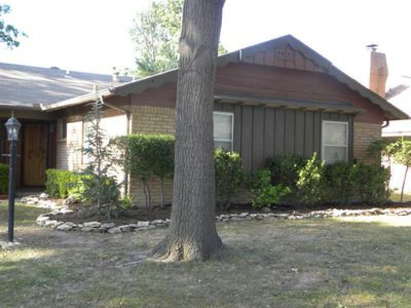 8131 E 31st Ct, Tulsa, OK 74145
