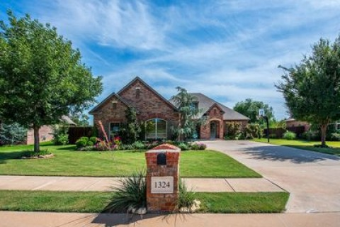 1324 Glen Cove Dr, Edmond, OK