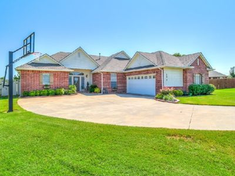 290 Kusek Cir, Harrah, OK 73045