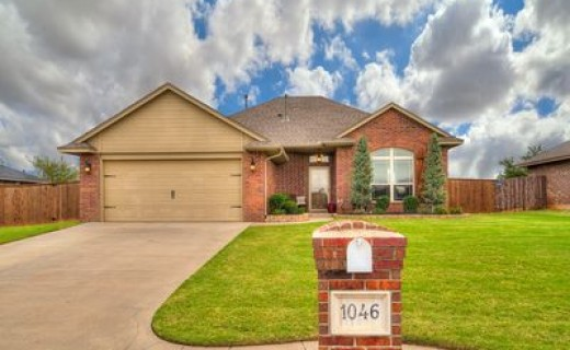 1046 Phils Way NW, Piedmont OK 73078
