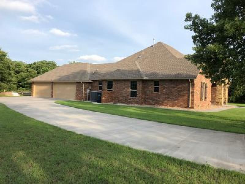3912 Newburg Dr, Choctaw, OK 73020