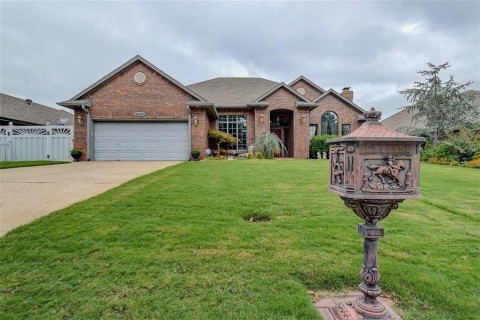 9109 Spring Creek Dr, Midwest City, OK