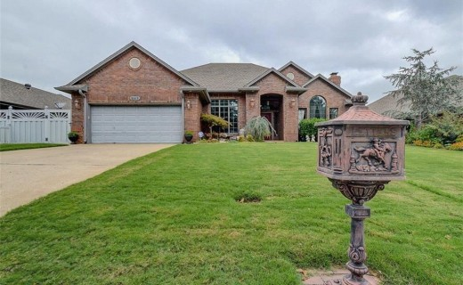 9109 Spring Creek Dr, Midwest City OK 73130